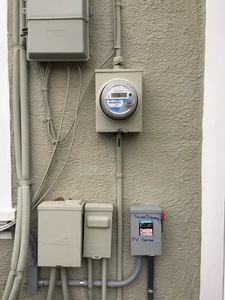 Bi-directional meter and solar disconnect