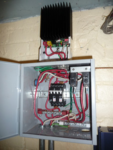 Combiner box and inverter